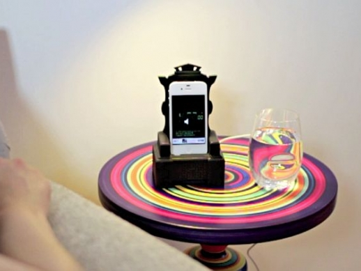 iThrone iPhone Dock, For People Who Treat Their Phone Like a King
